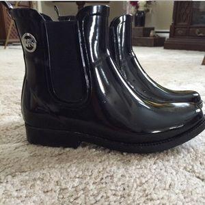Micheal Kors Women's Black Short Rubber Rain Boot